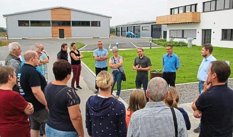 Die Neubauten der Firma Lesch im Gewerbegebiet beeindrucken die Besucher ebenso wie die innovative Firma selbst. | Foto: CSU Thalmässing