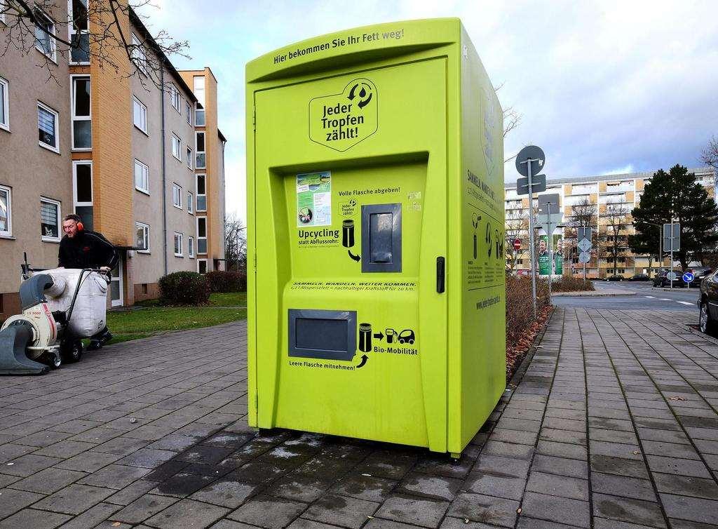 Der Sammelbehälter in der Soldnerstraße steht bereits seit 2018. Ab dem kommenden Jahr sollen alle Fürther Haushalte die Möglichkeit bekommen, ihr altes Fett auf diesem Weg zu entsorgen. (Foto: Hans-Joachim Winckler)